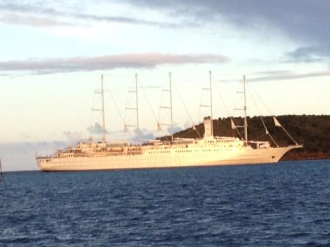 Le Club Méditerranée 2 arrivant à Cruz Bay sur l'île de Saint Johns