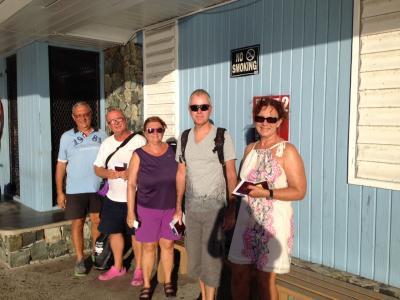 Embarquement de l'équipage sur un ferries de Tortola à Cruz Bay pour obtenir les visas US