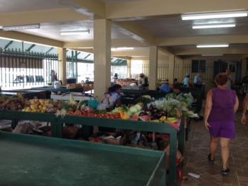 Nevis - Christiane au marché