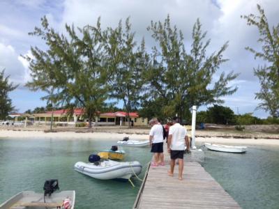 Débarquement de deux touristes sur l'île de Aneguada