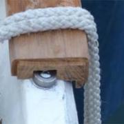 Comment s'appelle la bande renforcée sur le bordé de la coque, située au-dessus de la ligne de flottaison ?